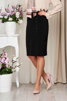 O fusta neagra clasica este nelipsita din garderoba noastra. Accesorizata cu nasturi dintr-o fusta simpla si banala devine o fusta cu un aer chic. Alege sa o porti cu o pereche de pantofi cu toc si o geanta medie. Waist Skirt, High Waisted Skirt, Classic Skirts, Fashion, Moda, High Waist Skirt, Fashion Styles, Fashion Illustrations