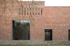 Shadow box: House V-D, Ghent, by Marie-José Van Hee Architecten Brick Architecture, Minimalist Architecture, Brick Facade, Brick Wall, Facade Pattern, Brick Detail, Box Houses, Brickwork, Shadow Box