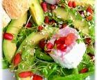 Superfood-Salat+mit+Ziegenkäse,+Goji-Beeren,+Avocado,+Granatapfel+und+Amaranth