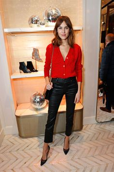 Alexa Chung showcases satorical excellence in black leather trousers She's one of the It girls of British fashion. And Alexa Chung was naturally in attendance at the Jimmy Choo X Annabel party in London on Wednesday night. Outfits Pantalon Negro, Outfits Con Camisa, Outfits Mujer, French Fashion, Love Fashion, Womens Fashion, British Fashion, Gothic Fashion, Ladies Fashion