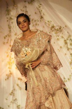 maria clara dress - Traditional Filipina Modern Filipiniana Gown, Filipiniana Wedding, Filipino Wedding Traditions, Bridal Gowns, Wedding Gowns, Filipino Fashion, Long Skirts For Women, Vintage Beauty, Maria Clara