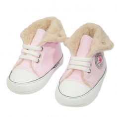 Va prezentam botoseii tip bascheti fete (bebe) pentru toamna / iarna, calitate superioara, design fashion, colectia 2019, culoare roz pudra & alb, marca Papulin, ideali pentru diferite evenimente festive (botez, nunta, onomastica, etc). Acesti botosei fac parte din categoria incaltaminte copii, fiind confectionati conform celor mai inalte standarde calitative, fabricati in Turcia. Childrens Shoes, Slippers, Fashion, Moda, Fashion Styles, Slipper, Fashion Illustrations, Flip Flops, Sandal