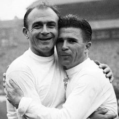 Alfredo Di Stefano and Ferenc Puskas of Real Madrid at Hampden Park in Pure Football, First Football, Best Football Players, World Football, Real Madrid Wallpapers, Real Madrid Players, Soccer Pictures, We Are The Champions, International Football