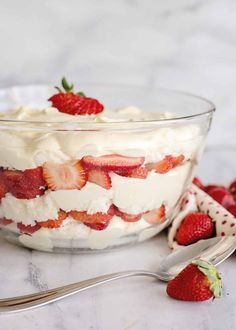 A Beautiful Strawberry Punch Bowl Cake - very easy to make, uses store bought angel food cake Strawberry Trifle, Strawberry Dessert Recipes, Trifle Desserts, Strawberry Cakes, Trifle Cake, Strawberry Fluff, Cheesecake Trifle, Trifle Recipe, Fruit Dessert
