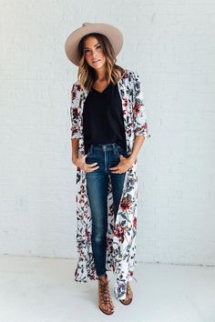 Best Ways To Style Your Outfits - Fashion Trends Look Kimono, Kimono Outfit, Kimono Fashion, Boho Fashion, Fashion Outfits, Shirt Dress, Womens Fashion, Estilo Hippie Chic, Looks Style