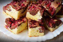 Prajitura pufoasa cu fructe Romanian Food, Cheesecake, Desserts, Recipes, Cakes, Food, Kitchens, Tailgate Desserts, Deserts