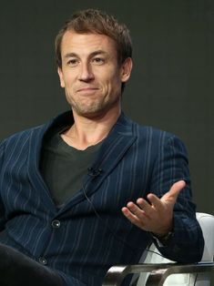 "Tobias Menzies sera le nouveau prince Philip dans ""The Crown"" Outlander Show, Diana Gabaldon Outlander Series, Outlander Casting, Sam Heugan, Sam And Cait, Claire Fraser, Jamie Fraser, Matt Smith, Beautiful Wife"