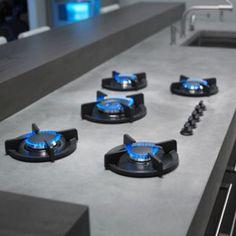 PITT Cooking is een uniek concept waarbij branders op bijzondere wijze in het werkblad worden geïntegreerd. De inbouwmethode van PITT Cooking leidt praktisch gezien tot meer ruimte voor pannen en eenvoudiger reiniging van het kookgedeelte dan bij gebruik van een conventionele kookplaat.