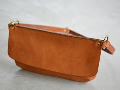 Little leather handbag by Herz Leather Fanny Pack, Leather Belt Bag, Leather Purses, Leather Crossbody, Leather Handbags, Hip Bag, Leather Bags Handmade, Leather Projects, Clutch