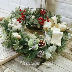"juju på Instagram: ""2017・11・23 クリスマスリース・レッスン 生徒さんの作品です 大きなリースを作るのは 初めてという事で 少し不安もあったようですが………"" Christmas Wreaths, Floral Wreath, Holiday Decor, Flowers, Instagram, Home Decor, Decoration Home, Room Decor, Florals"