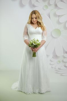 09c1625d361a Nádherné svadobné šaty s čipkovaným vrškom s 3 4 rukávom a sukňou zdobenou  čipkou Šaty
