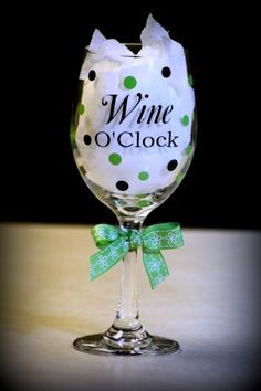 Wine Glass Sayings, Wine Glass Crafts, Wine Craft, Bottle Crafts, Bottle Art, Funny Wine Glasses, Wine Bottle Glasses, Glitter Glasses, Glitter Wine