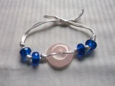 Náramek+Růženín+v+moři+Donut+z+růženinu+dopněný+modrými+perličkami,+to+vše+zauzlíkováno+hedvábnými+šňůrkami+do+náramku.+Obvod+11+-+18+cm. Washer Necklace, Bracelets, Earrings, Handmade, Jewelry, Ear Rings, Stud Earrings, Hand Made, Jewlery