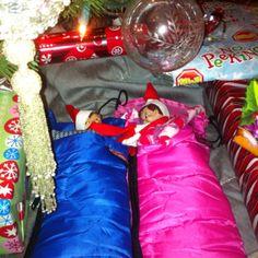 Elf on the shelf : Sleepover under the Christmas tree