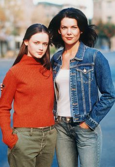 """Alexis Bledel as Rory and Lauren Graham as her mother Lorelei in """"Gilmore Girls,"""" which ran from 2000 to (Photo: The WB/Photofest) Estilo Rory Gilmore, Rory Gilmore Style, Gilmore Girls Cast, Gilmore Girls Fashion, Gilmore Girls Quotes, Lorelai Gilmore, Gilmore Girls Tattoo, Gilmore Girls Netflix, Gilmore Girls Seasons"""