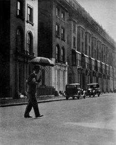 the homeward way (le retour du bureau), london, 1930s  photo bybill brandt