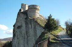 Il Castello | Il Forte di San Leo sorge nel punto più alto del borgo di San Leo; è innanzi tutto una testimonianza di architettura militare ma viene…