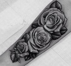 Flowers ink sleeve tattoos, tattoos и tattoo sleeve designs 3 Roses Tattoo, Rose Drawing Tattoo, Flower Tattoos, Tattoos Arm Mann, Forarm Tattoos, Body Art Tattoos, Tatoos, Best Sleeve Tattoos, Tattoo Sleeve Designs
