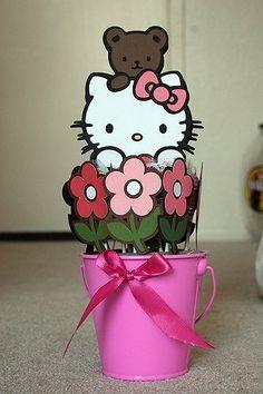 Hello Kitty Centerpiece - Two Peas in a Bucket