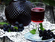 Настойка из черноплодной рябины с мёдом на самогоне
