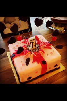 Littlemissimmyloves birthday present cake