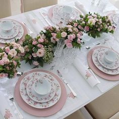 **none of these photos are mine nor do i claim ownership of them, unless otherwise stated** Table Rose, Pink Table, Elegant Table Settings, Beautiful Table Settings, Table Arrangements, Flower Arrangements, Tea Party Table, Dinning Table, Easter Table