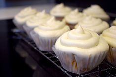 keto carrot cupcakes frosted Low Carb Sweets, Low Carb Desserts, Low Carb Recipes, Dessert Recipes, Yummy Recipes, Free Recipes, Low Carb Carrot Cake, Best Carrot Cake, Recipes