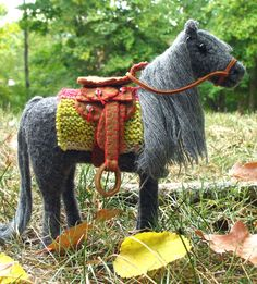 A horse to knit and felt! So gorgeous with the little saddle and blanket.