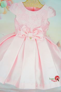 Vestido Infantil de Festa Rosinha Petit Cherie Girls Party Dress, Baby Girl Dresses, Little Dresses, Baby Dress, Flower Girl Dresses, Birthday Frocks, Short Lace Wedding Dress, Dress Anak, Boys And Girls Clothes