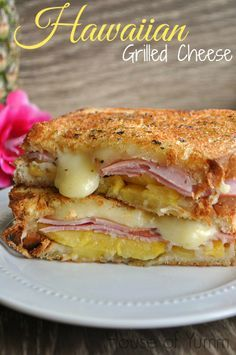 grilled cheese is bursting with Jack cheese, pineapple, and Canadian Bacon! Tastes just like a Hawaiian pizza!This grilled cheese is bursting with Jack cheese, pineapple, and Canadian Bacon! Tastes just like a Hawaiian pizza! Think Food, I Love Food, Good Food, Yummy Food, My Recipes, Cooking Recipes, Favorite Recipes, Pork Recipes, Recipies