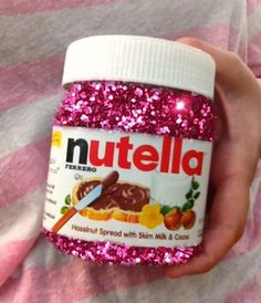Totally love this! Who wouldn't enjoy some glittery nutella? <3