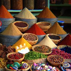 spices - Marocco World 😍 Moroccan Spices, Spices And Herbs, Spice Shop, Mets, Spice Mixes, Farmers Market, Spice Things Up, Around The Worlds, Fruit