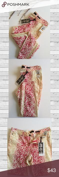 🆕 Jessica Simpson Peach Nectar Ankle Skinny Jean NWT  Jessica Simpson Kiss Me Ankle Skinny Jean in Peach Nectar print   What can I say? These jeans are everything!   This print is so much fun and JS jeans are in my top 3 faves for comfort and style  ✨HP - Everything Plus Size✨ Jessica Simpson Jeans Skinny