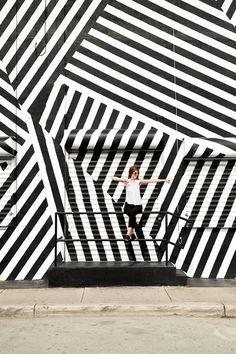 Design Trends - Op-Art - Everything you Need to Know. Graffiti Wall Art, Murals Street Art, Mural Art, Wall Murals, Op Art, Voyage Miami, Art Wynwood, Black And White Graffiti, Illusion Art