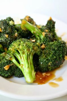 Incredible side dish! Super quick, easy, and flavorful broccoli with Asian garlic sauce (vegan, gluten-free)