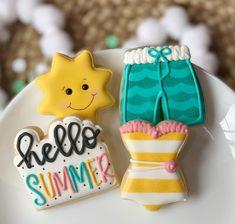 Farm Cookies, Mini Cookies, Iced Cookies, Royal Icing Cookies, Cupcake Cookies, Pool Cake, Rose Cookies, Cookie Designs, Cookie Ideas