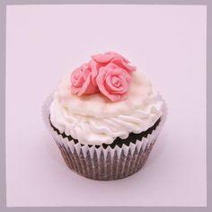 Pink roses cupcake #pink #roses #cupcake