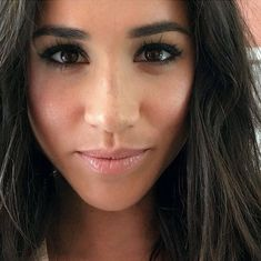 7 astuces beaut piquer meghan markle elle uk on now more than ever we need each other prince harry and meghan markle have posted a message of support and solidarity to their Prince Harry And Megan, Harry And Meghan, Beauty Makeup, Hair Makeup, Hair Beauty, Makeup Blog, Megan Markle Makeup, Harry And Megan Markle, Princesa Kate
