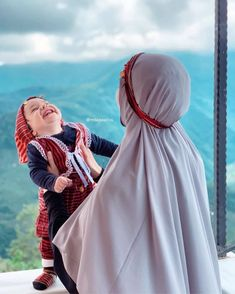here is no love like a mother to her daugther Islam Women, Arab Women, Muslim Girls, Muslim Couples, Cute Couple Art, Cute Couples, Niqab, Little Girl Photos, Mother Daughter Fashion
