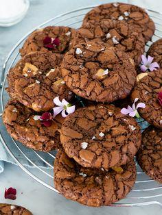 Glutenfria browniecookies med havssalt | Brinken bakar Cookie Desserts, No Bake Desserts, Lactose Free Desserts, Gluten Free Baking, Something Sweet, What To Cook, Snack Recipes, Deserts, Food Porn