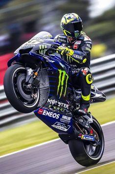 Yamaha R1, Ducati, Suzuki Bikes, Yamaha Bikes, Course Moto, Valentino Rossi 46, Coffee Shop Design, Super Bikes, Road Racing