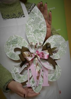 Custom floral decoupage Fleur-de-Lis Doorhanger from a HOBNOB class.