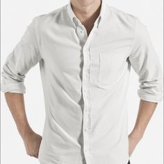 Men's Everlane Slim Fit Oxford Great quality Everlane Oxford in sand stripe color. perfect for both business and casual. Worn just once. Everlane Tops Button Down Shirts