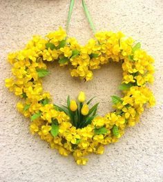Heart Wreath of Yellow Flowers I Love Heart, Happy Heart, Corona Floral, Yellow Cottage, Deco Floral, Heart Wreath, Outdoor Christmas Decorations, Love Symbols, Shades Of Yellow