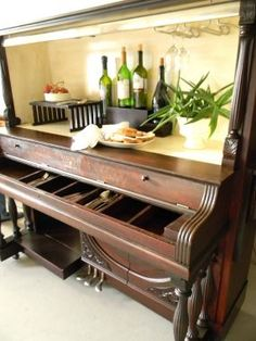 Old 1916 Piano...re-purposed into a piano bar!!  How cool is that?  No instructions given, but it is from...junkmarketsyle.com.