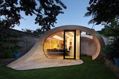「木造」「小屋」と言われれば、四角いものをイメージしてしまいませんか?でも、クリエイティブな発想で、筒型の木造小屋ができてしまう...