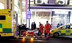 Man stabbed in Oxford Street 'after fighting off moped thieves'