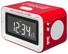 Radio sveglia Coca Cola - Da Bigben Interactive. Ulteriori informazioni qui: http://www.bigbeninteractive.it/produit/produit/id/7231
