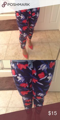 Flower Print Cropped Pixie Pants Pre loved in excellent condition. For reference I'm 5'5 and they hit right at the ankle. Nice stretch and super comfy. Old Navy Pants Ankle & Cropped