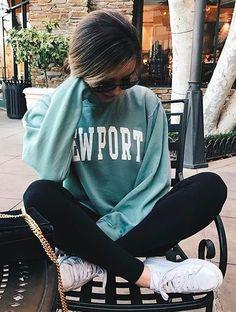 vintage sweatshirt + leggings✧≪∘∙✦✧•*•. ஐ ✦⊱ᴘɪɴᴛᴇʀᴇsᴛ @Kawaii Duck ⊰✦ ღ Follow to discover more ஐ✧•*•